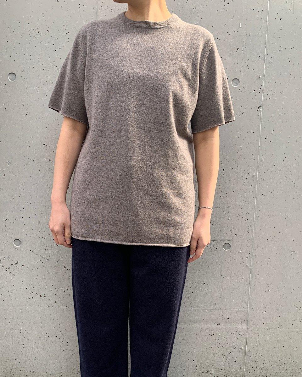 カシミアTシャツ ベージュグレーの写真