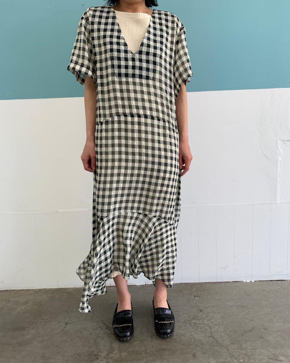 シアーチェックドレスの写真