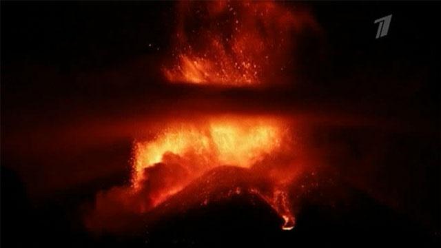 Активность вулкана Этна усиливается и уже отражается на жизни людей