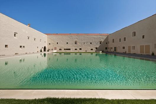 Reconversão do Convento das Bernardas – Tavira / Eduardo Souto de Moura. Image © Luis Ferreira Alves