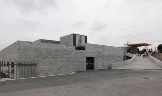 Escola de Leça do Balio / ANC arquitectos Teresa Maria Dias Novais Gonçalves. Image Courtesy of novaescola.min-edu.pt