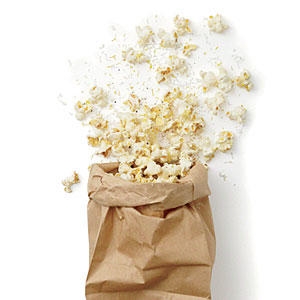 https://i2.wp.com/img1.cookinglight.timeinc.net/sites/default/files/styles/400xvariable/public/image/2013/12/1312p31-lemon-parmesan-popcorn-m.jpg