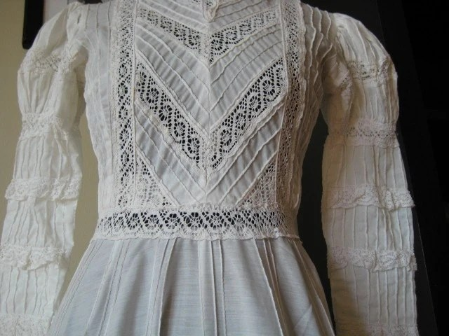 STUNNING Vintage Mexican Wedding Dress