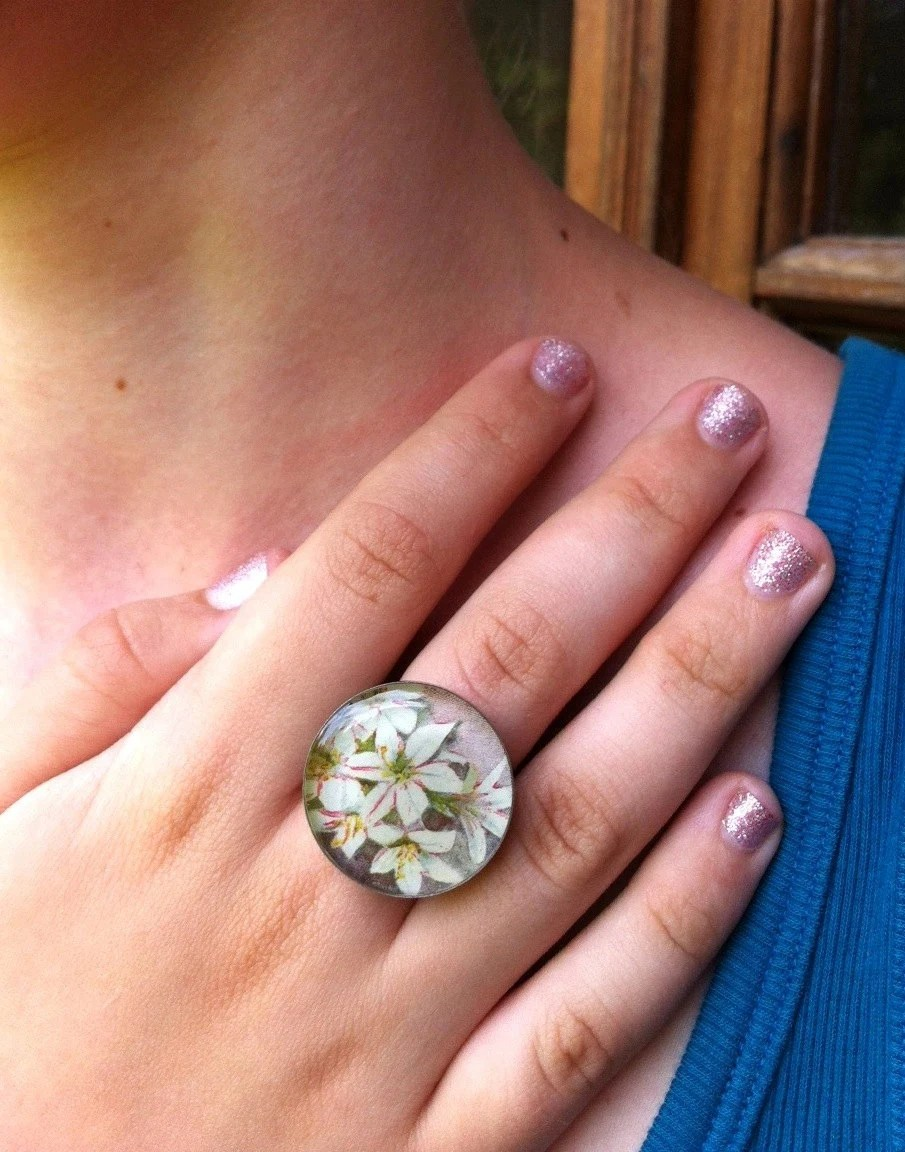 petite floral bouquet- large antiqued silver ring. - joeyfivecents