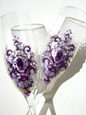 Wedding toasting flutes, hand decorated with purple fleur de lis on a silver metal leaves background - PureBeautyArt