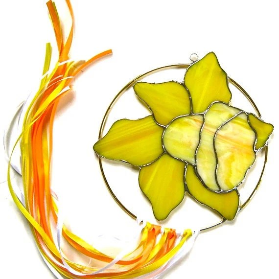 Stained glass daffodil suncatcher yellow handmade - Nostalgianmore