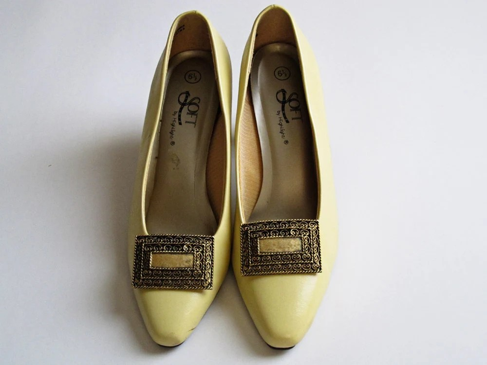 Vintage Cream Faux Leather Pumps with Gold Plated Shoe Clip - rheasmodernvintage