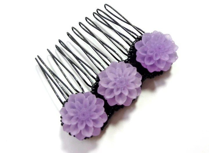 Lucite Purple Chrysanthemum Flowers Hair Comb - MegansBeadedDesigns