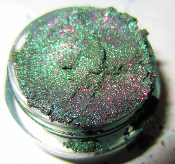 20% OFF CHRISTMAS SALE Dragon Scale Emerald Green Purple Glitter Natural Mineral Eyeshadow Mica Pigment 3 Grams Lumikki Cosmetics - lumikkicosmetics
