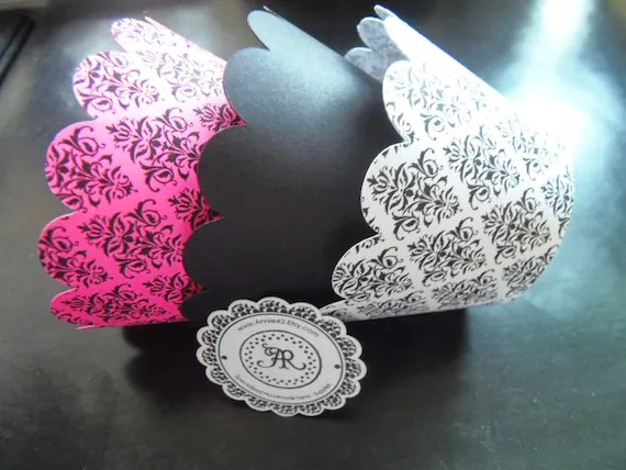 CUPCAKE WRAPPERs In DAMASK Elegant Cupcake Holders Scallop