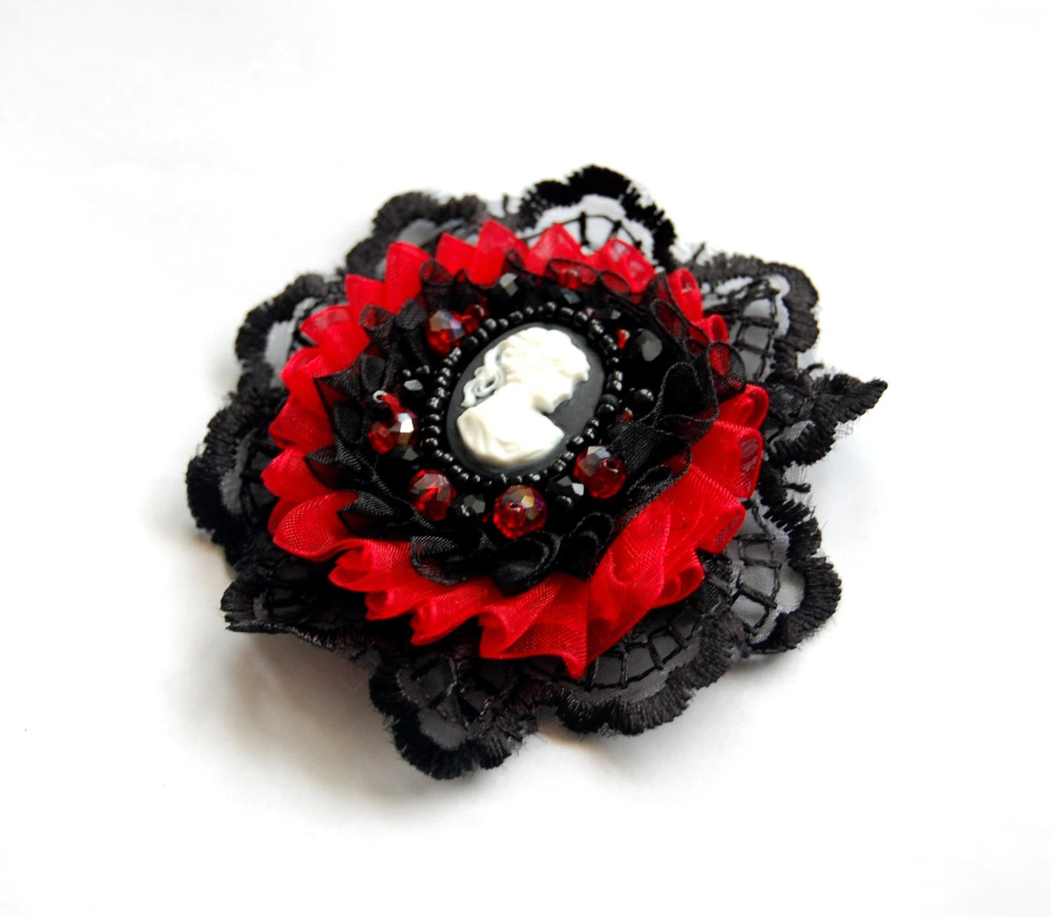 Red and black gothic victorian cameo brooch - Aesthetica91