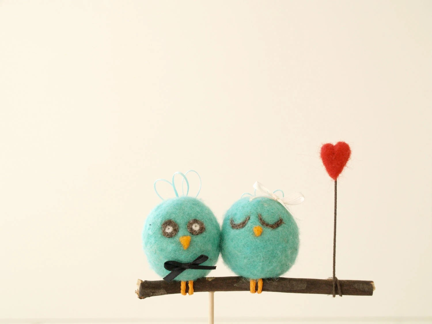 Wedding Cake Topper Love Birds, Robins Egg Bue, Unique Woodland, Needle Felted Bride and Groom, White Wool Cute red Heart, turquoise - FairyfolkWeddings