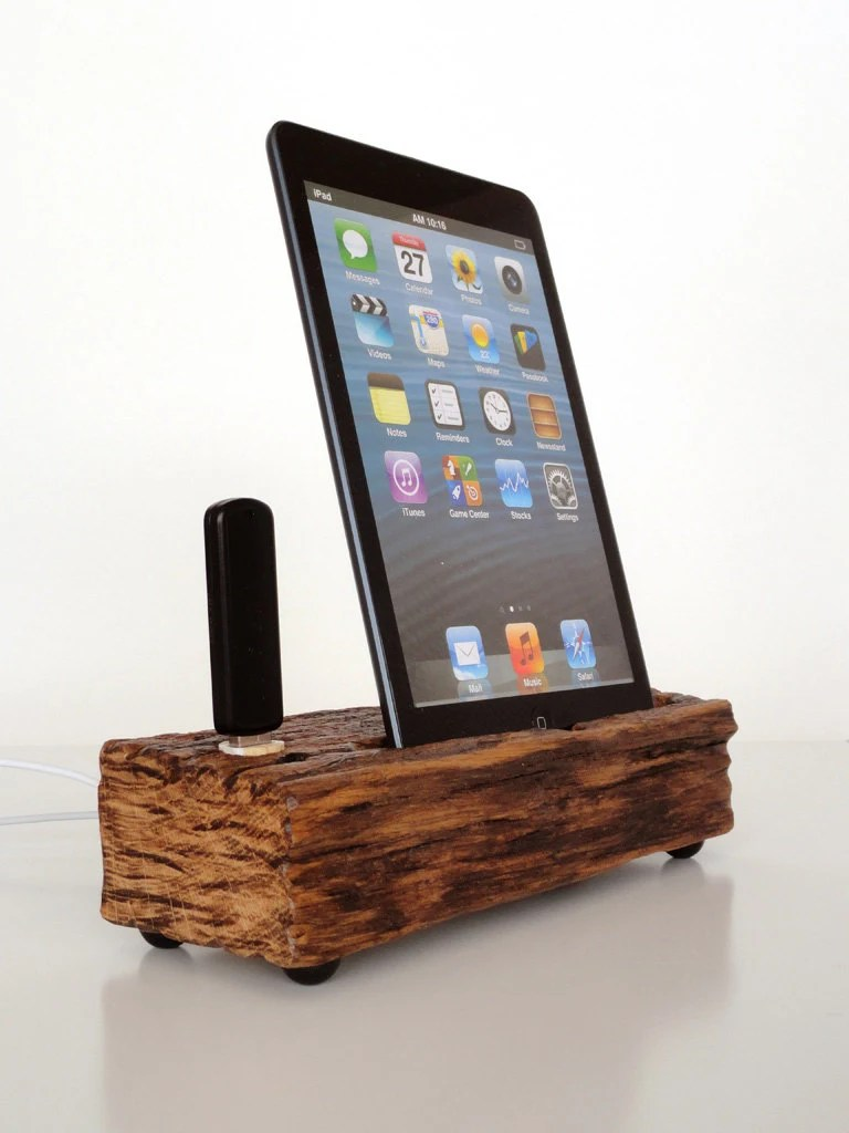 Dock for iPad mini / ipad mini 2 - extra USB port - from Barnwood - office desk accessory - unique modern sculpture for iPad tablets - valliswood