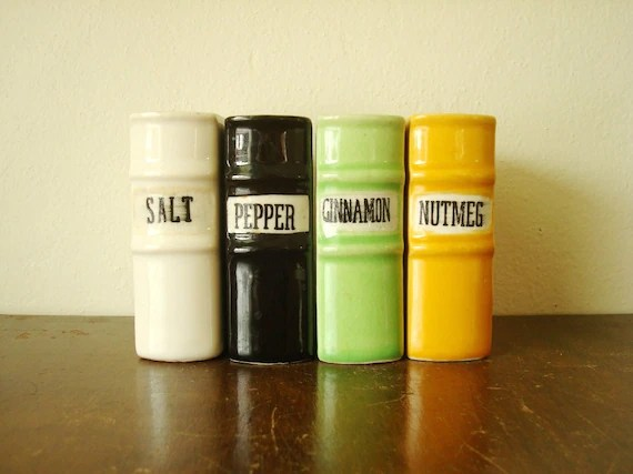 Book motif salt & pepper shaker set, salt pepper cinnamon nutmeg, spice volumes, vintage kitchen