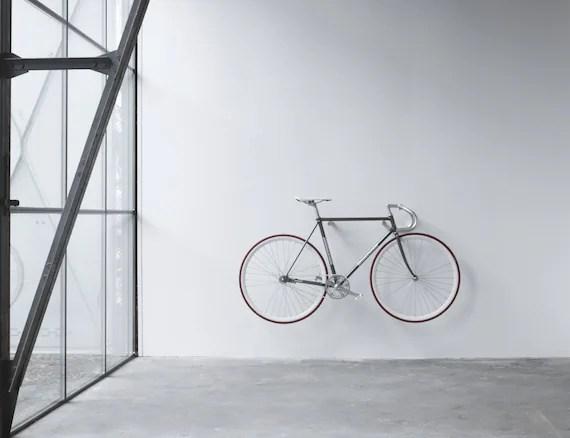 Guardar bicicleta escenarq architects for Como guardar la bici en un piso