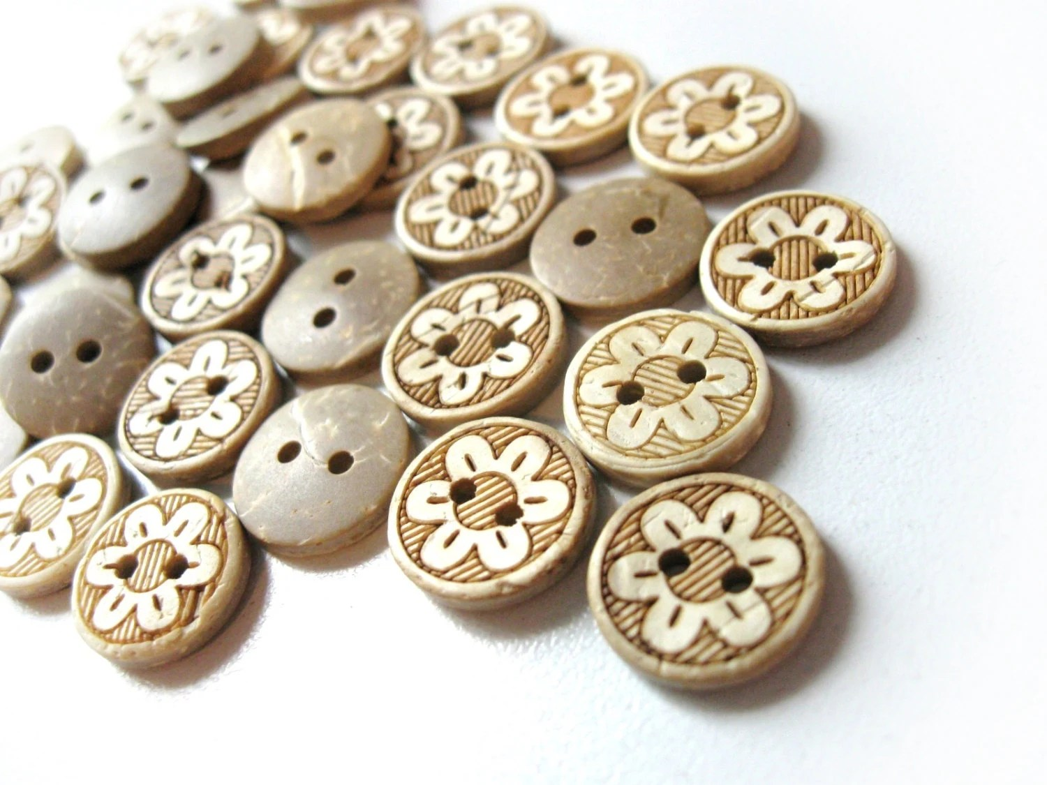 10 Coconut Shell Buttons 13mm - Daisy Flower (BC611B) - AnnyMayCraftSupplies