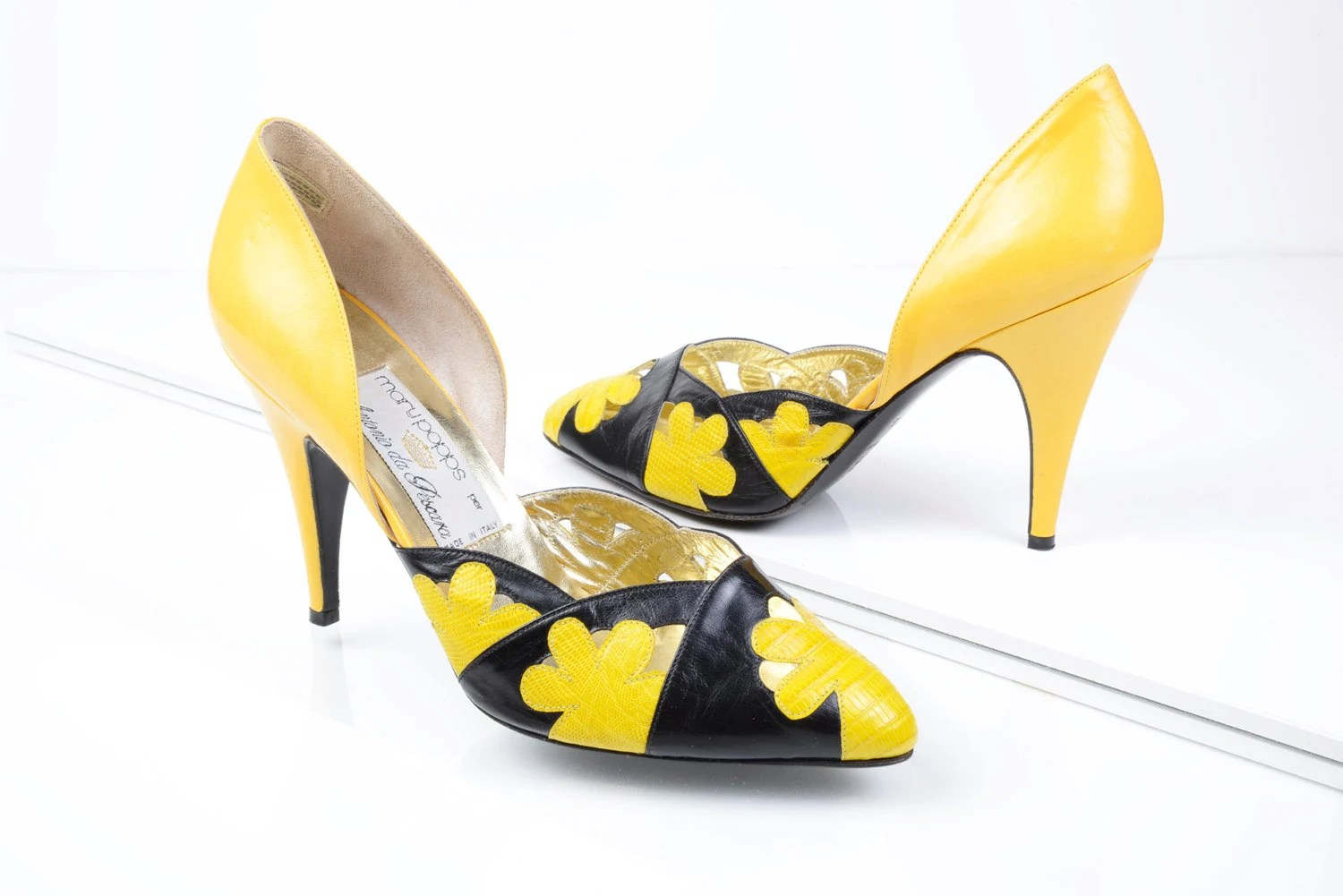 Vintage 80's Yellow and Black Bumble Bee color combination flower D' Orsay Mary Popps Antonio da Pescarra Pumps/ Heels size 7.5 - TotallyRadVintage