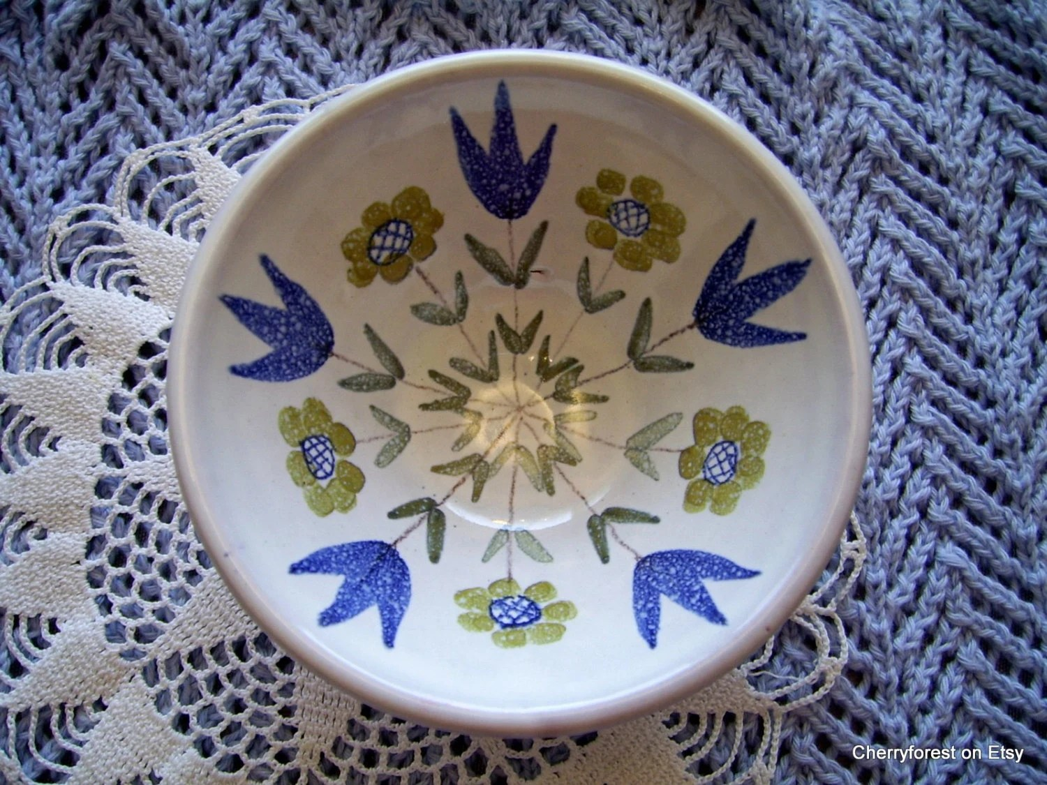 Swedish Laholm ceramic dish or  fingerbowl with beautiful folk art design.