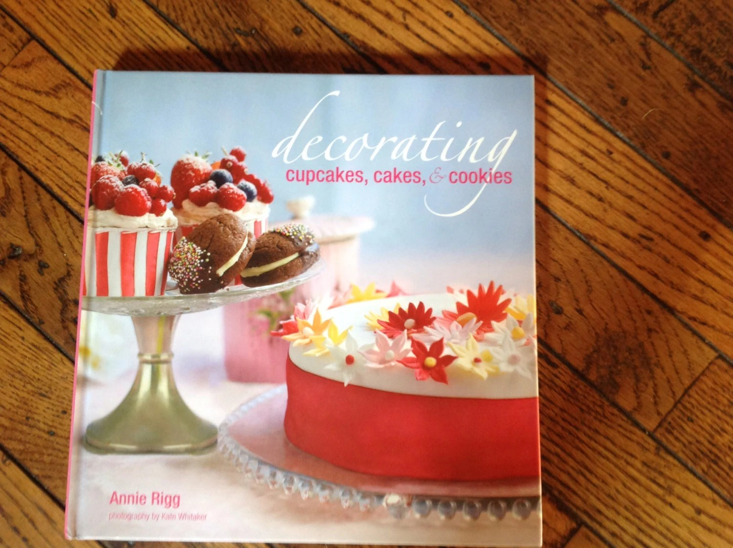Decorating Cupcakes Cakes & Cookies Book Annie Rigg