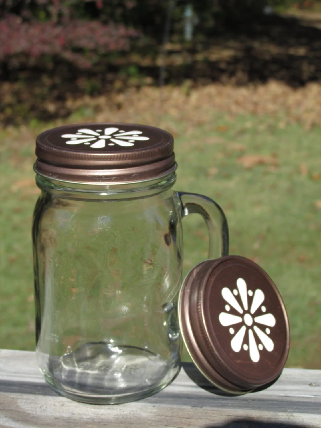 Personalized / Etched Glass / Daisy Lid / Handled Mason Jar / Pint Sized Mug / Makes a Great Christmas Gift - MintJulepsnMuddin