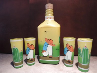 Vintage pintados a mano vasos y botella de Sleepy Pancho Tequila