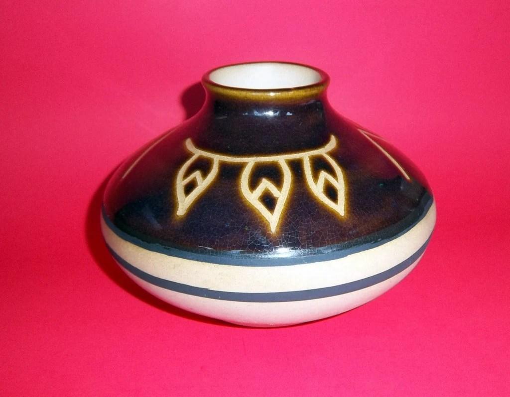 Native American Pottery Art Vintage Vase Pot Feathers Arrows