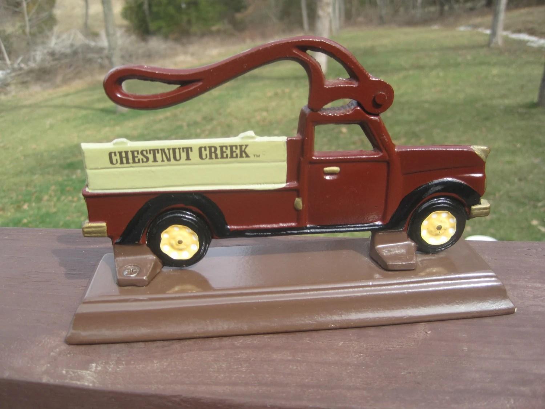 80 S Metal Chestnut Creek Pickup Truck Nutcracker Cast