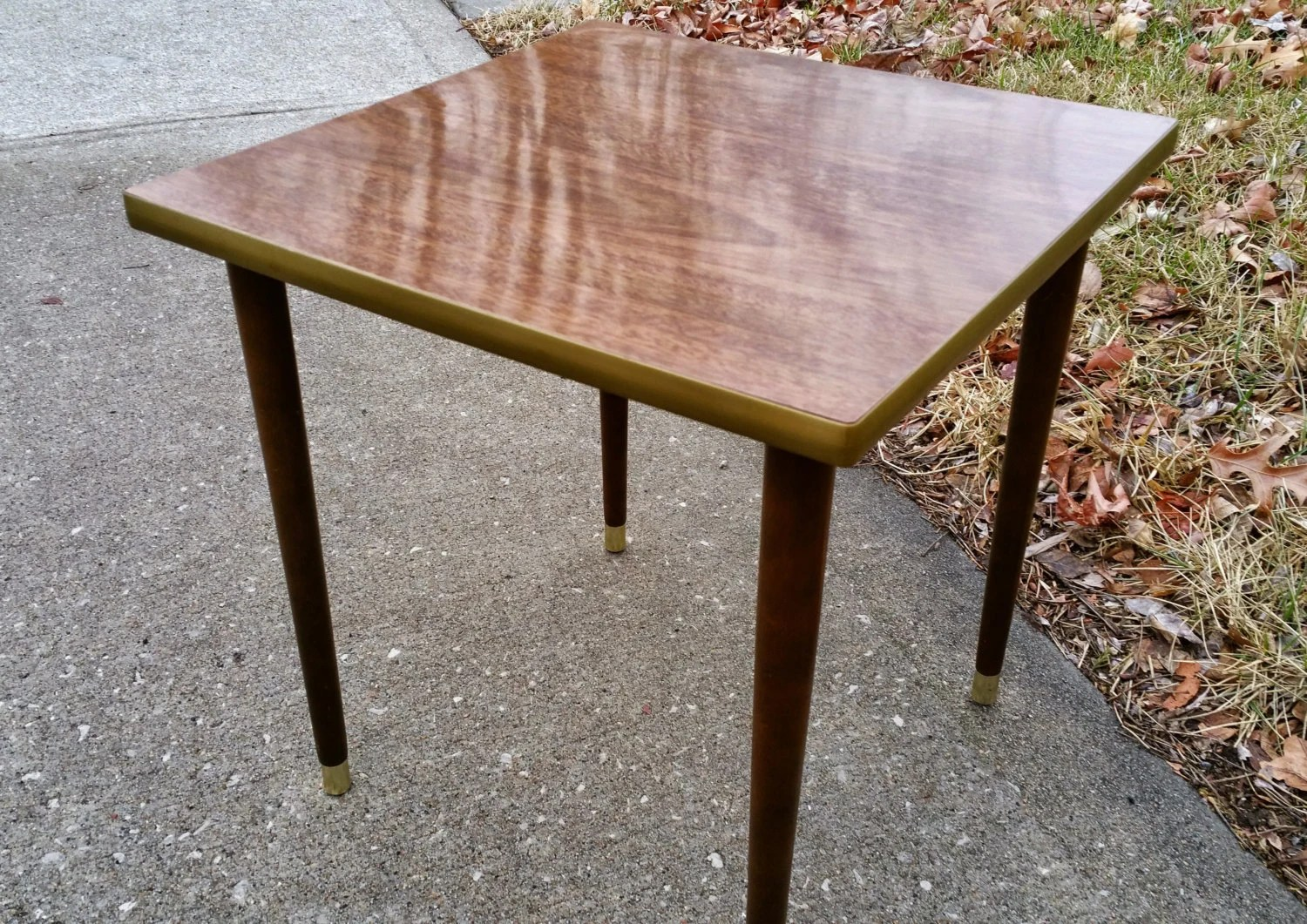 Small mid century modern table with brass tips on legs and - Petite table haute ...