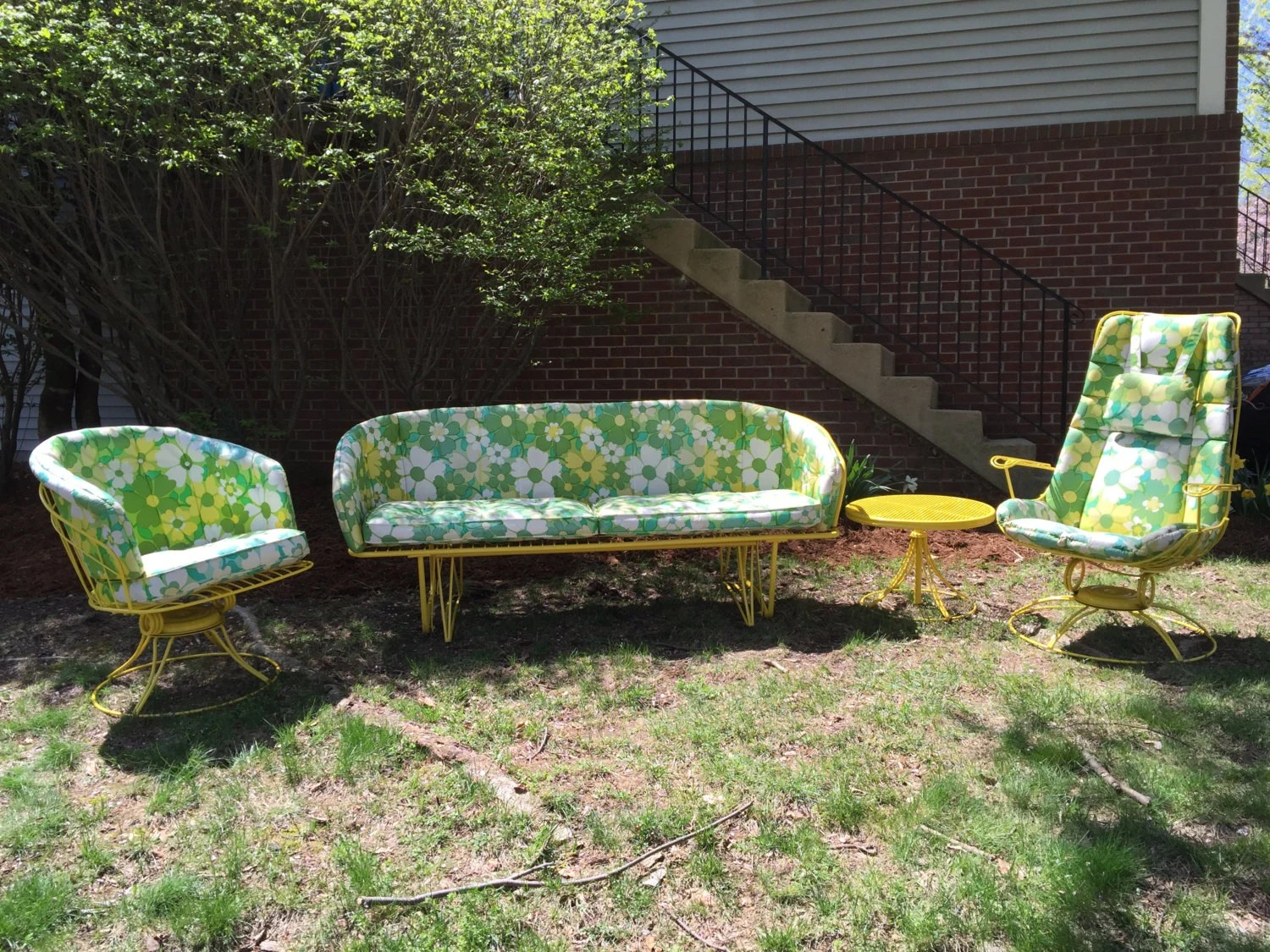 Truly Beautiful Vintage mid centrury Homecrest Patio set freshly powder coat