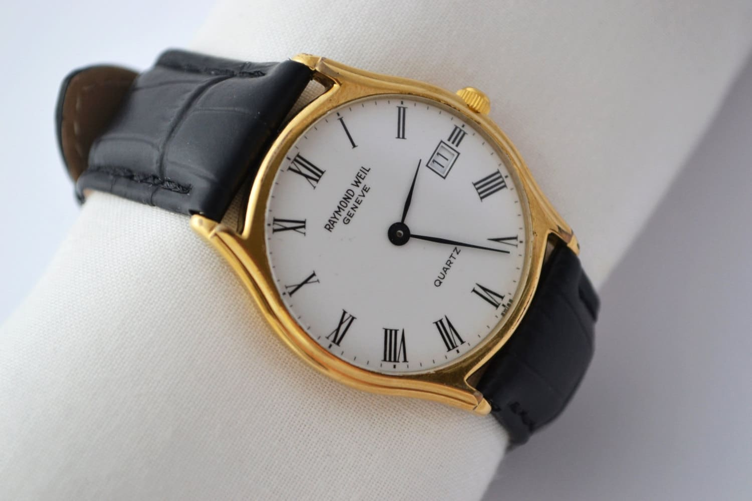 how to change battery in raymond weil watch