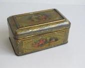 Antique chocolate tin, li...