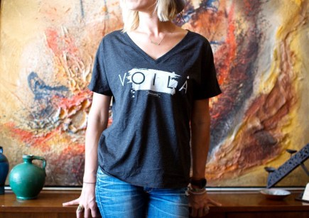 vOILa ! The cutest essential oils women's graphic tee !