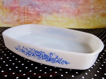 Federal Glass Blue Roses Heat Proof Casserole 1 1/2 Quart: Vintage Milk Glass with Blue Rose Design Ovenware
