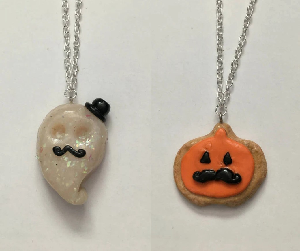 Halloween Necklaces (choo...