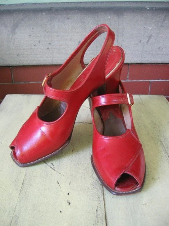 Rare 1940s WW11 RED Pin Up Leather Peep Toe Cuban Heels Shoes  size 8.5 -9