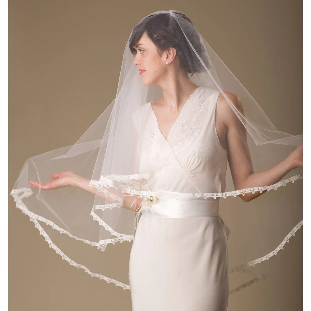 Bridal Veil Circle with Vintage Lace Edge