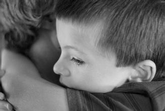普通小学特殊学校均不收 6岁自闭症男孩遭遇上学难