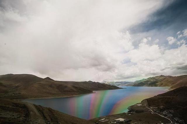 Красивые фотографии дорог, горных перевалов и лунных пейзажей Тибета