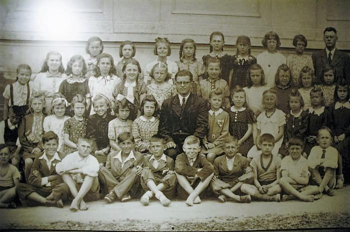 Эта дети  Лидице  за два дня до   резни  в  их деревни   в  июле  1942 года. Большинство из них были отравлены газом до смерти в Хелмно. (700x465, 101Kb)