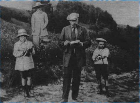 H.K. и Е.И.Рерихи с сыновьями. Середина 1900-х годов2 (482x355, 58Kb)