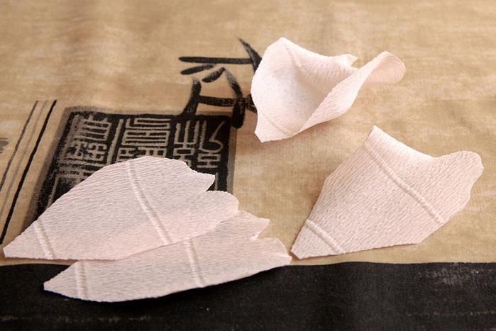 розы из гофрированной бумаги. мастер-класс (18) (699x467, 96Kb)