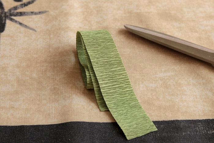 розы из гофрированной бумаги. мастер-класс (24) (699x467, 108Kb)