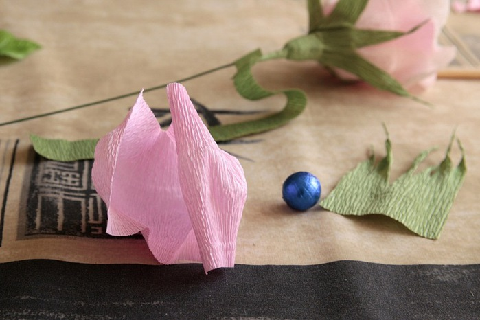 розы из гофрированной бумаги. мастер-класс (28) (699x466, 81Kb)
