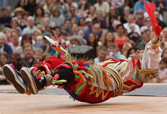 перуанский танец с ножницами фото 2 (561x384, 156Kb)