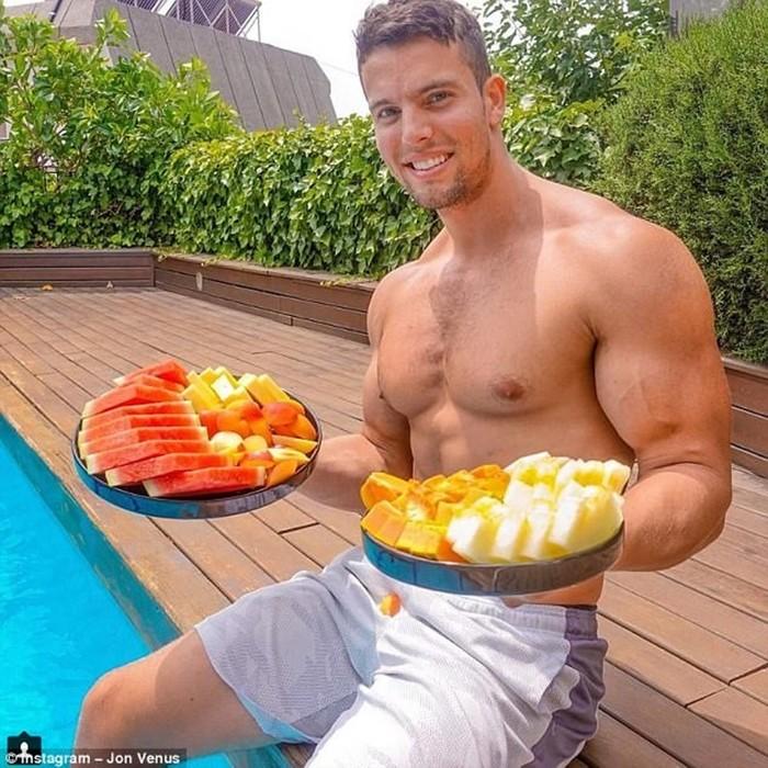 Бодибилдер вегетарианец наращивает мышцы, не употребляя в пищу мясо!