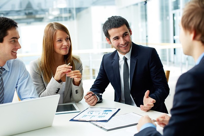 Как зависит зарплата от стиля общения с коллегами