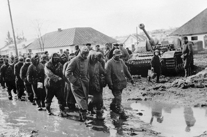 Каким словам обучали пленных немцев воины Красной амии
