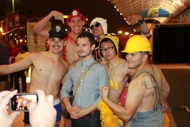 Элайджа Вуд и его веселые селфи с поклонниками