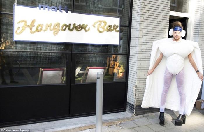 Бар «Похмелье» в Амстердаме помогает пережить тяжелое время