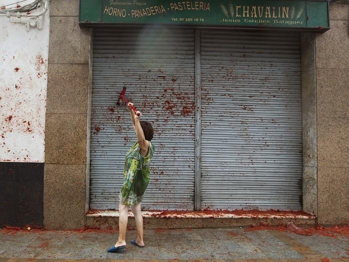 Безумные битвы помидорами на фестивале Ла Томатина в Испании